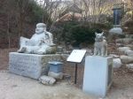 A statue in honour of the Jindo who was grand master Jeog Un Sunim's loyal companion for 20 years.